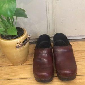 Dansko Clogs/Mules Reddish Brown